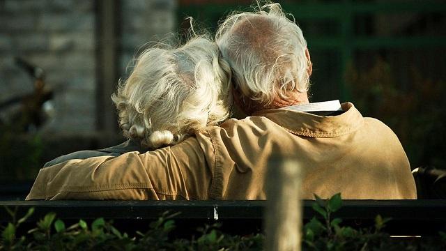 An elderly couple file_173587