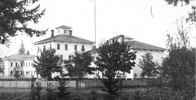 An asylum run by Dr. James Hawthorne located around what is now SE 10th and Salmon, undated. (Courtesy: Oregon Historical Society)