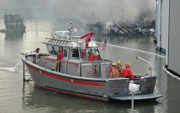 A PF&R Fire Boat (Dick Harris Photography)