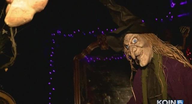 generic halloween haunted house 10302015_223375