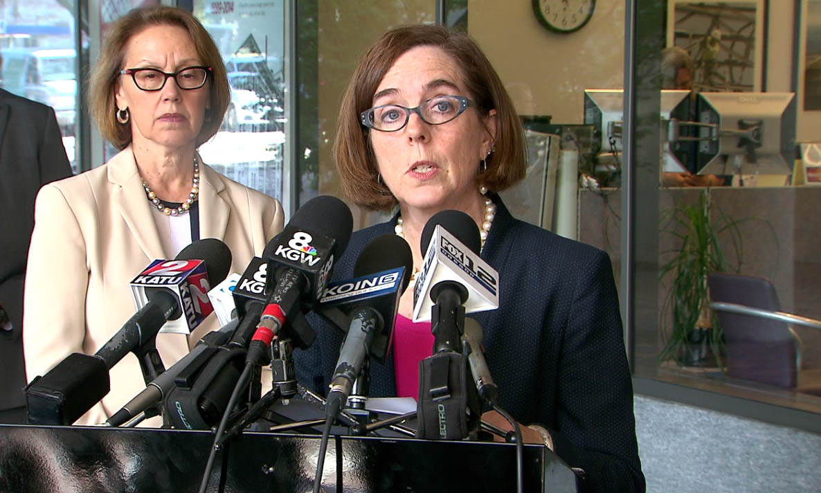 Gov. Kate Brown addresses the media about the Umpqua Community College shooting, Oct. 1, 2015 (KOIN)