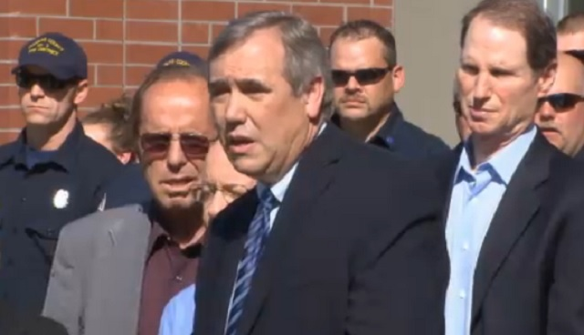 Oregon Sens. Jeff Merkley and Ron Wyden spoke about the Umpqua Community College shooting, Oct. 2, 2015 (KOIN)