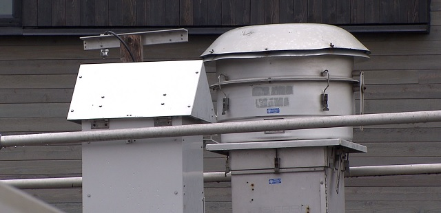 The DEQ Air Monitoring system in the Roselawn neighborhood on North Emerson in Portland, Feb. 12, 2016 (KOIN)