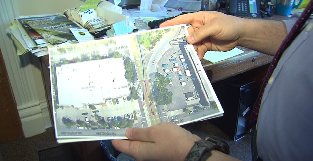 Attorney Mark Ginsberg holds a picture of an accident scene in Portland, April 25, 2016 (KOIN)