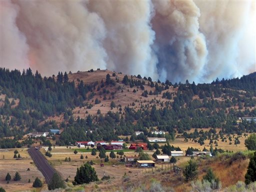 The Canyon Creek Complex fire burns towards a rural subdivision of John Day on Friday, Aug. 14, 2015. (Les Zaitz/The Oregonian/OregonLive via AP)