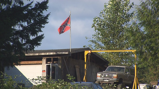 A Confederate flag over the house where police say Brent Luyster killed 3 people. (KOIN)