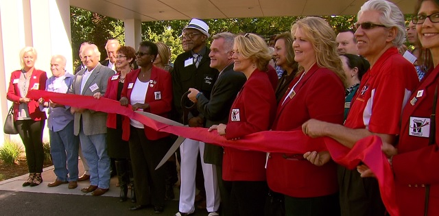 The ribbon cutting at Freedom's Path at Vancouver Apartments, which provides low income housing for chronically homeless vets, September 21, 2016 (KOIN)