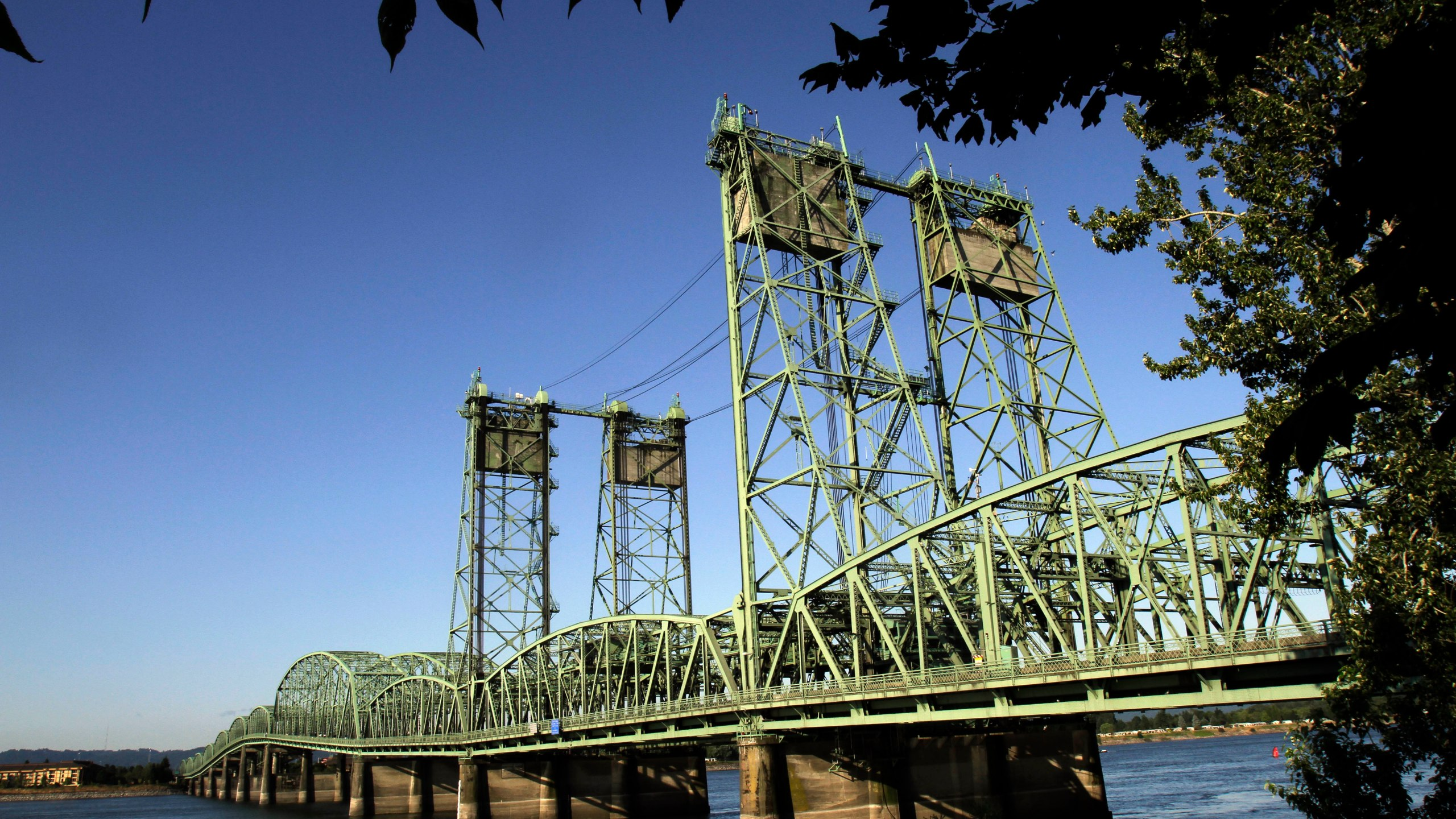 Columbia River Bridge_355119