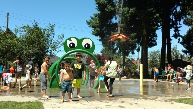 splash pad hot summer warm sunny_478876
