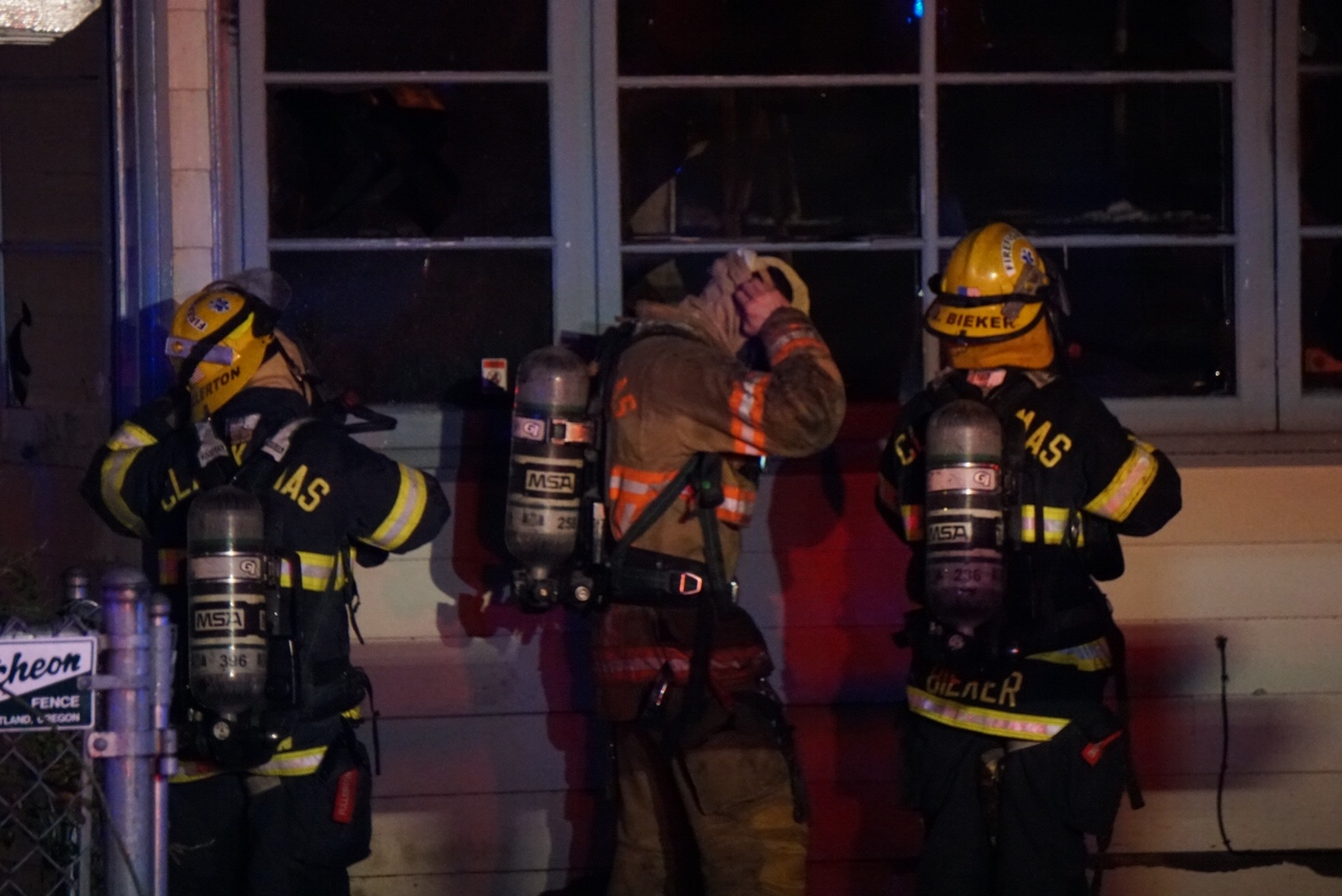 Crews respond to fire in the in the 7900 block of SE Crystal Springs Blvd, January 5 2017. (KOIN)_577772