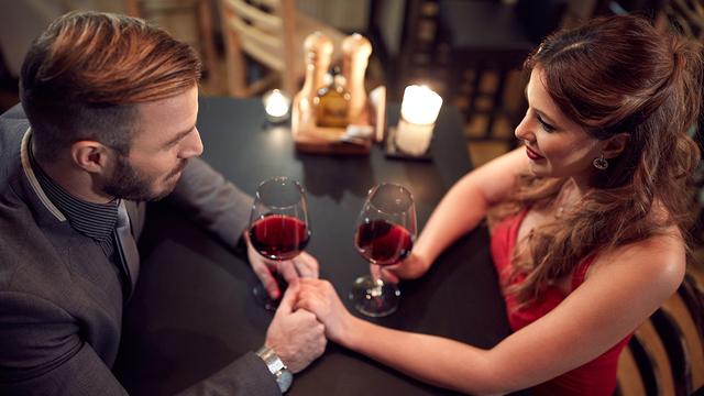valentines-day-dinner-wine-happy-couple-romantic-love_1515533287088_329966_ver1-0_31347627_ver1-0_640_360_580129