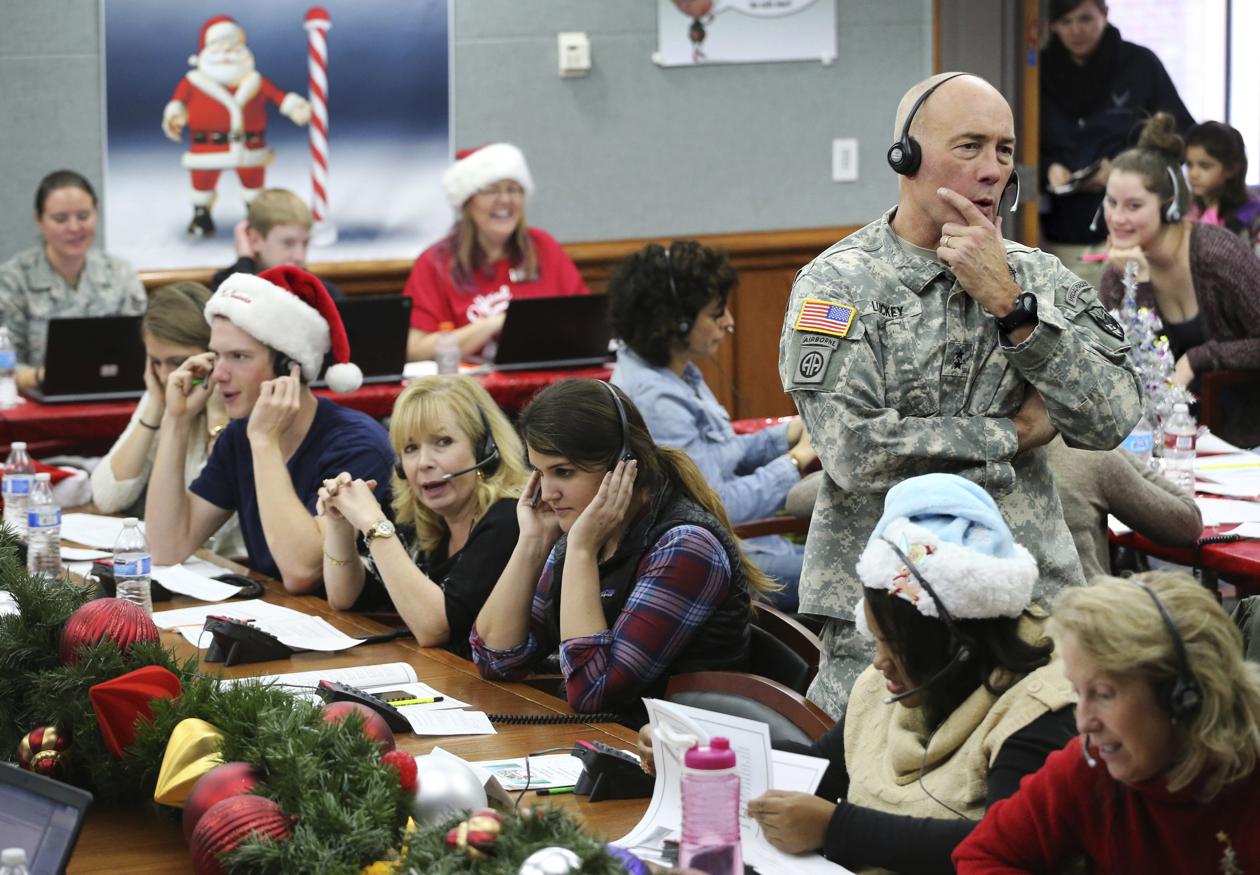 Which Organization Tracks Santas Flight On Christmas Eve.Norad Is Tracking Santa On Christmas Eve