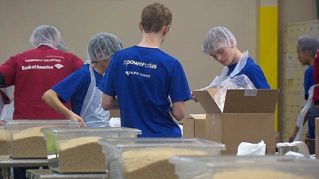 oregon food bank volunteers b 01212019_1548098352774.jpg.jpg
