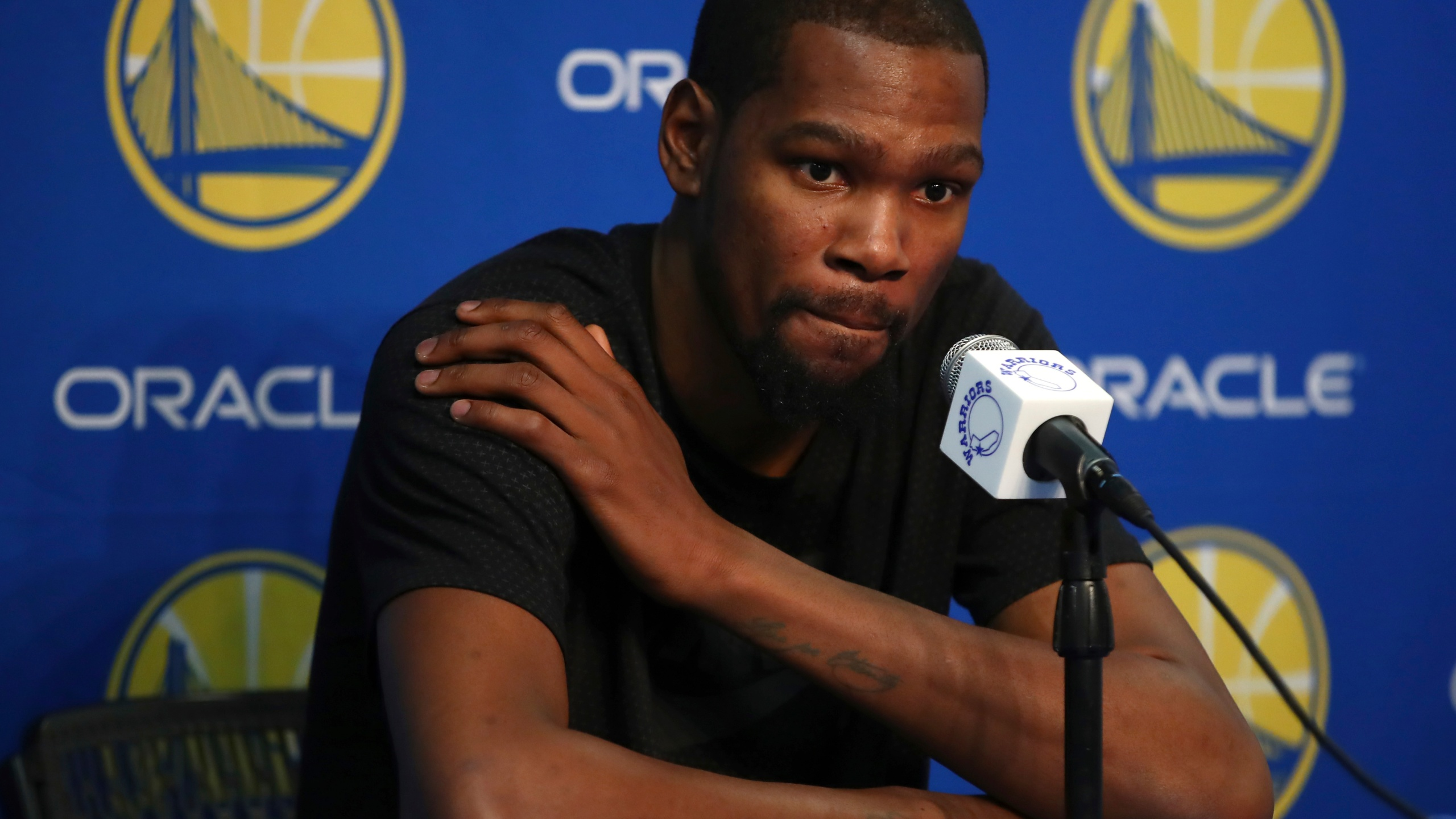 Warriors_Durant_Hurt_Basketball_60133-159532.jpg69262313