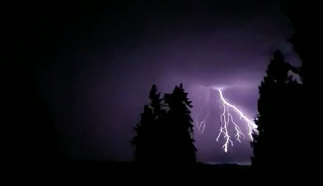 Explosive thunderstorms: Why are they so loud?