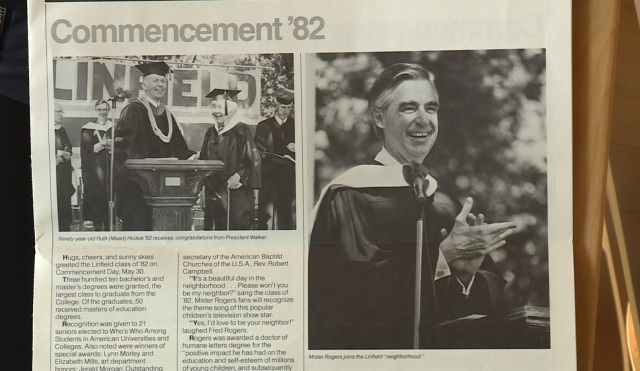 Mr Rogers Given Honorary Degree From Linfield College In 1982 Koin Com