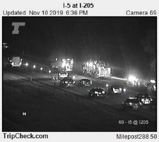 I-5 crash closes slow lane near I-205 interchange