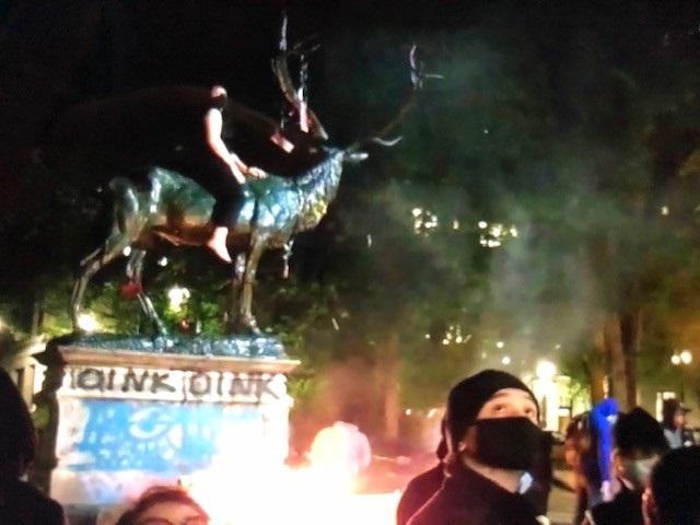 Elk Statue removed after fires severely damage base | KOIN.com