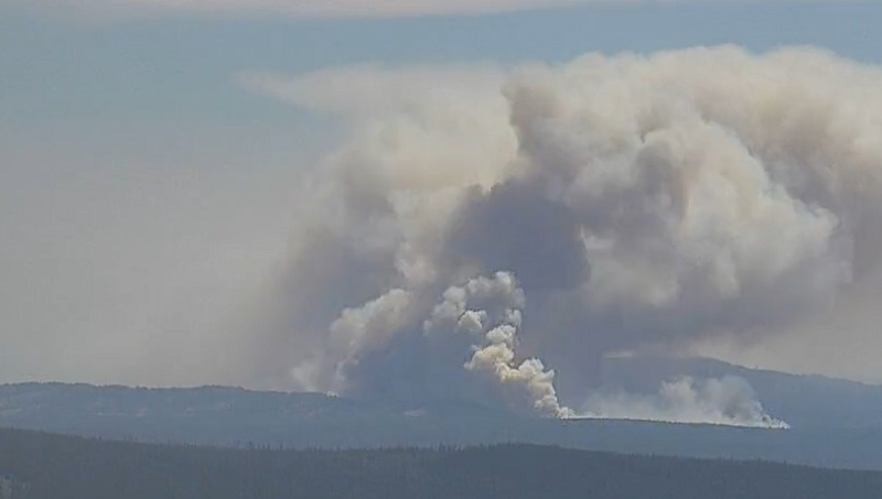 Wildfire near Warm Springs grows in hot, gusty conditions